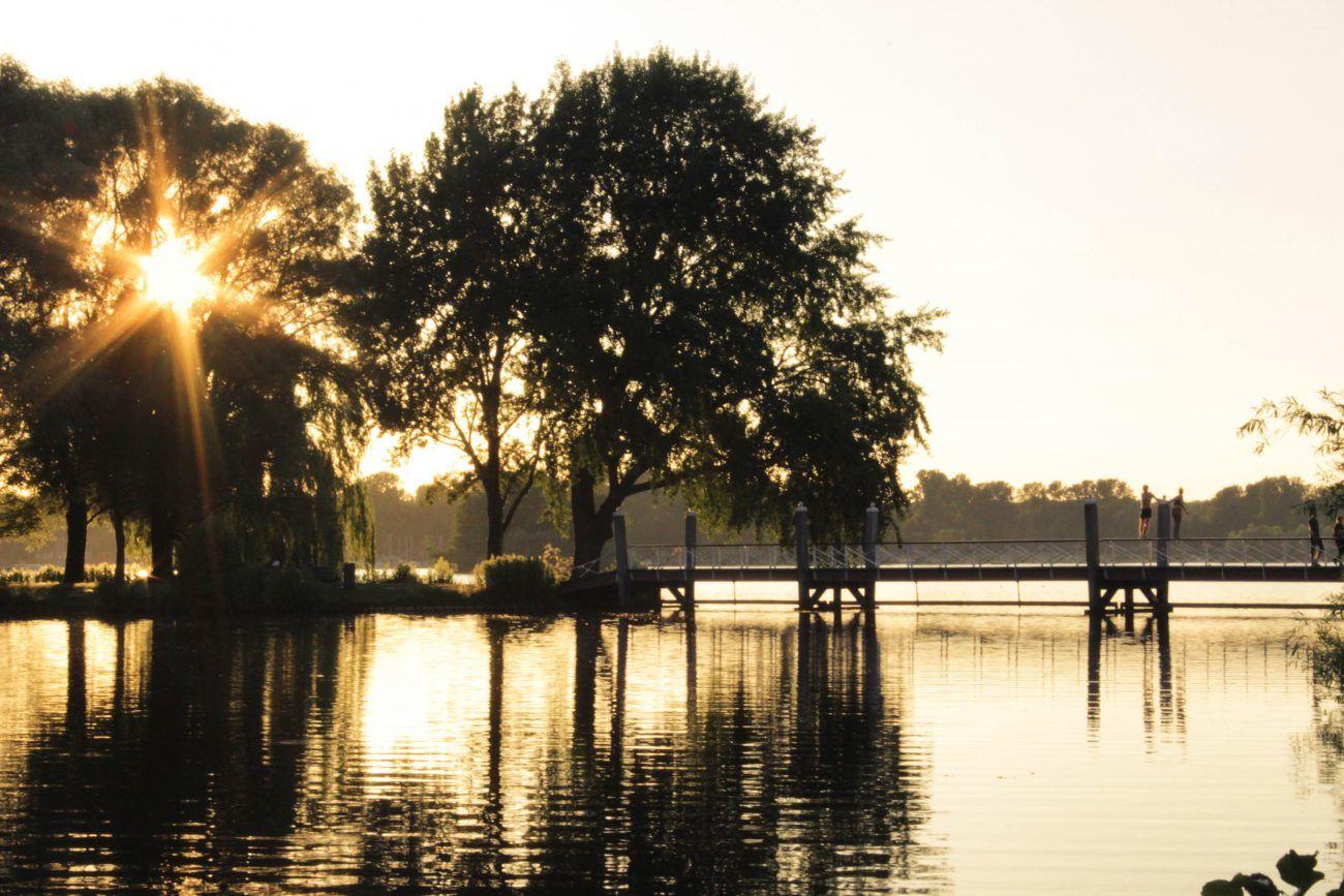 Iedere Rotterdammer is bekend met het Kralingse Plas. In de zomer is het een fijne plek om jouw dag te vertoeven.