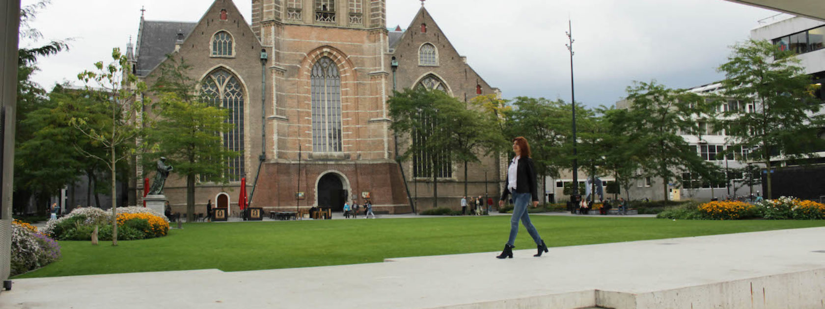 Miranda op de Grotekerkplein in Rotterdam! Zij vertelt over haar favoriete plek in haar woonplaats Rotterdam.