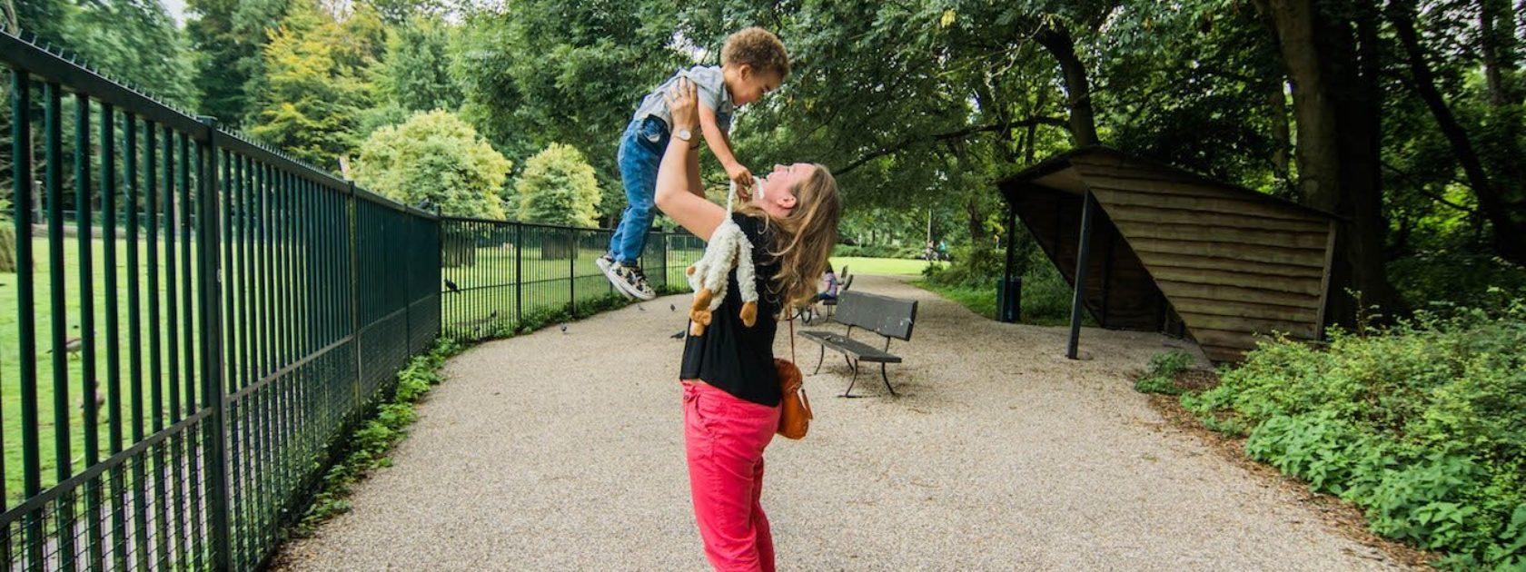Evelien vertelt over haar favoriete plek in Rotterdam: het Hertenkamp. Dit komt eigenlijk doordat het het favoriete plekje is van haar zoontje Evan, waar hij vrolijk kan kijken naar de lieve hertjes.