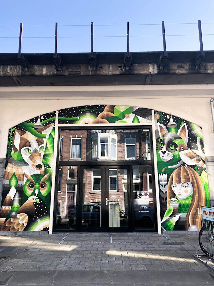 Deze mooie gevel van Man Met Bril Koffie is bedekt met street art door I Am Eelco.