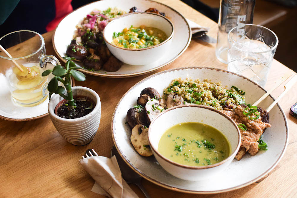 Bij the Harvest eet je Fast Flexitarian Food, met genoeg vega en vegan opties! Het is de ideale hotspot als je op zoek bent naar gezond, lekker en verantwoord eten.