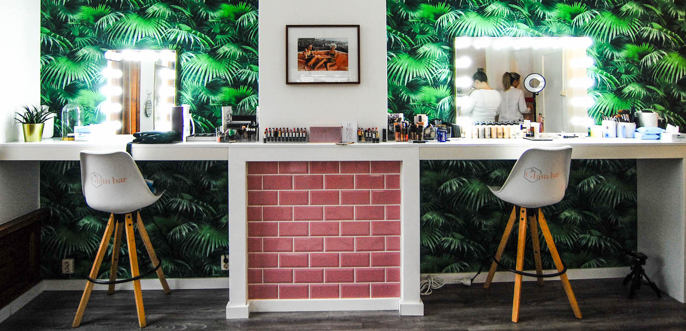 What?s new in Rotterdam? For our New in Town series we?re always?looking for new hotspots in Rotterdam. Of course we also keep an eye out for awesome hotspots that are opening soon! In this edition we feature 10 new hotspots in Rotterdam. For instance, the very cool new Glambar in Rotterdam Noord, where we recently went for a dosis beauty pampering!