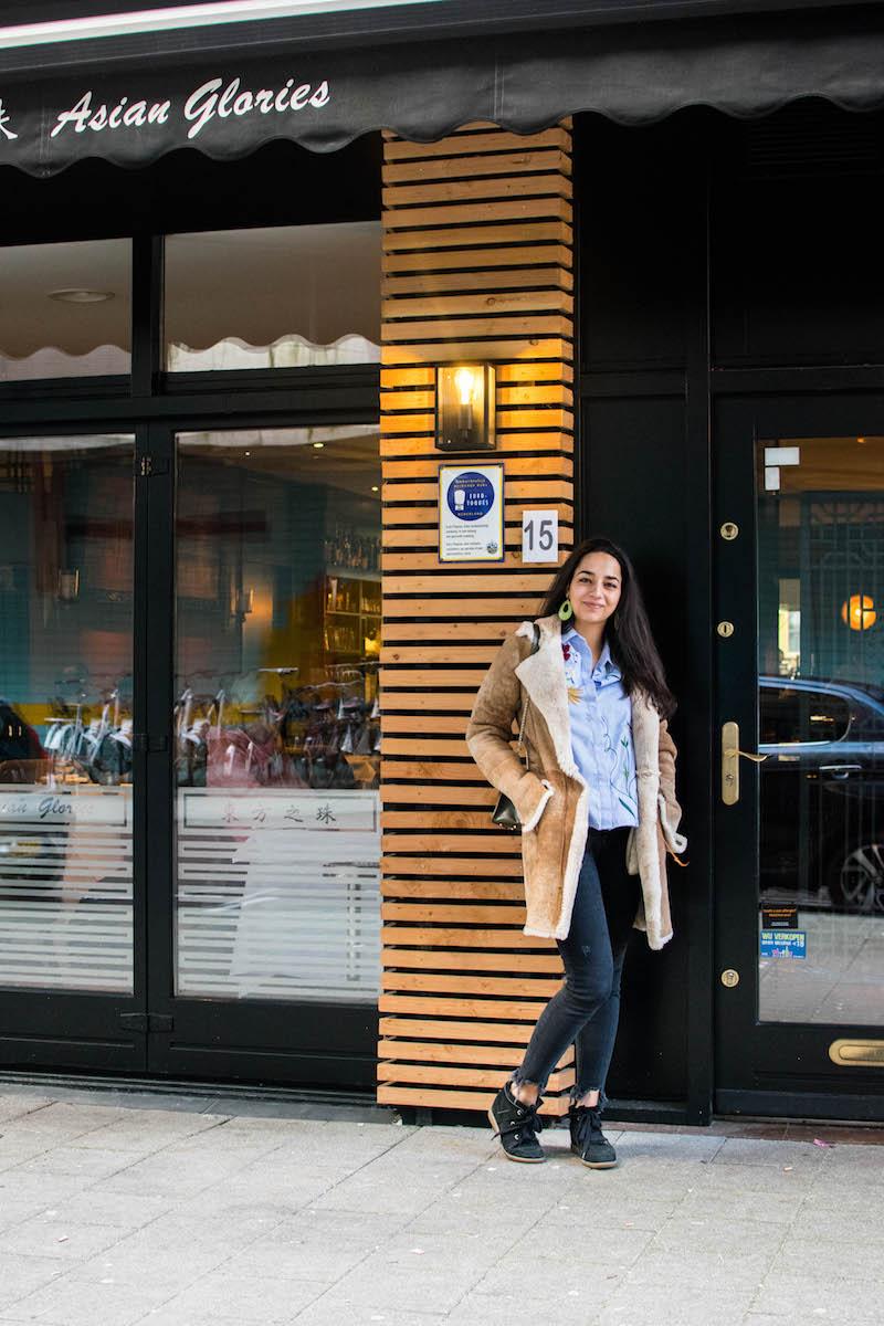 Selma van Slobbe bij haar favoriete hotspot van Rotterdam: Asian Glories in het centrum.