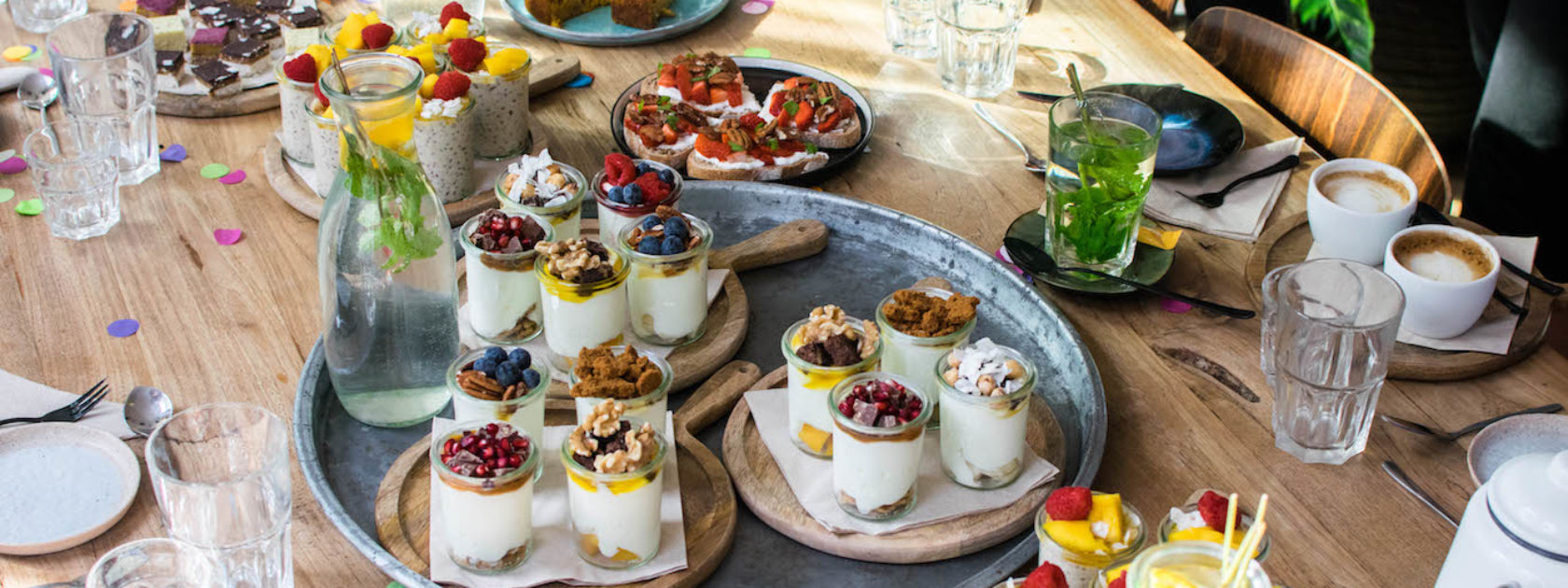 Yoghurt Barn in Rotterdam is the best place to get your yoghurt fix! It's a wonderful place for high tea, breakfast and for a meet-up with some friends.