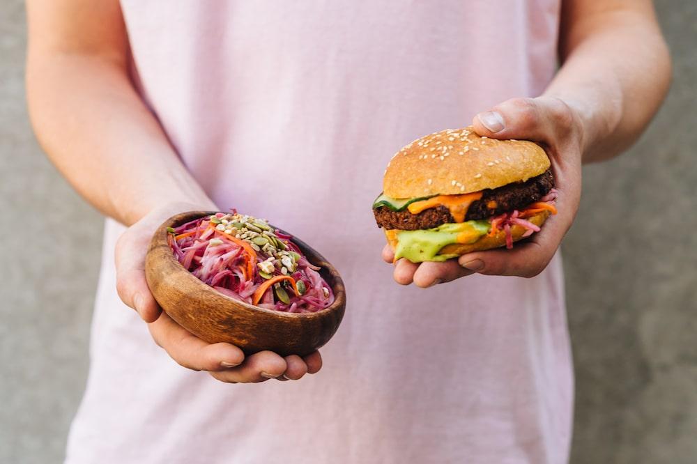 Jack Bean is de perfecte hotspot voor veganisten die trek hebben in fast food; het is namelijk een 100% plantaardig fastfood restaurant.