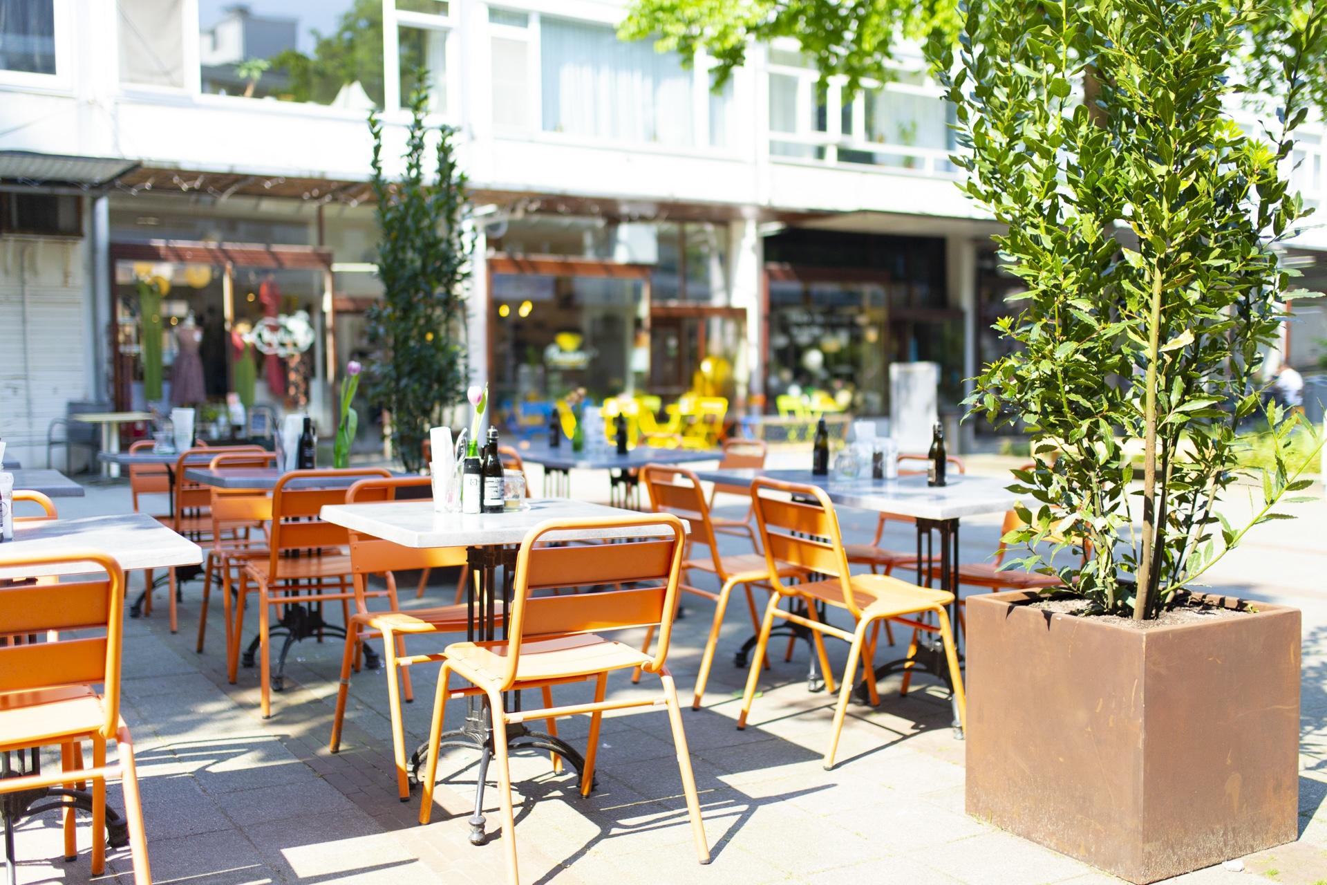 Mangiare in het gezellige MaHo Kwartier. Op zonnige dagen kun je hier heel gezellig op het terras zitten.