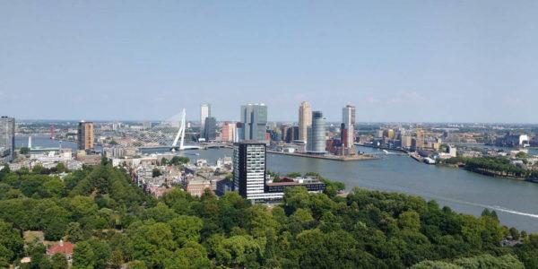 Tijdens een weekendje in Rotterdam kan een bezoek aan de Euromast niet ontbreken! Vooral niet als het jouw eerste keer in Rotterdam is.