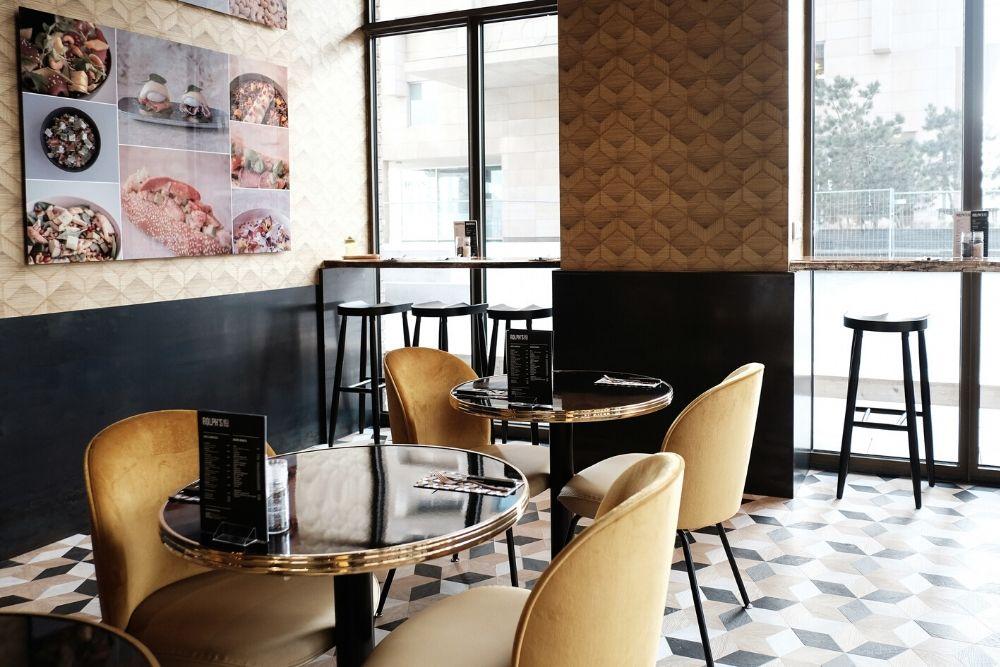 Bij Rolph's Deli in Rotterdam kun je wel hele bijzondere koffie bestellen, namelijk de Cappucino # 24kgold.