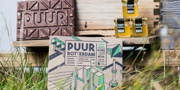 PUUR is de enige échte chocoladereep van Rotterdamse bodem en ontwikkeld door de DakAkker (een stadsboerderij) op het dak van het Schieblock. Met een mix van melk en pure chocolade en gekarameliseerde honing van Rotterdamse bijen, fudge, amandel stukjes en zeezout is het zeker een echte traktatie!