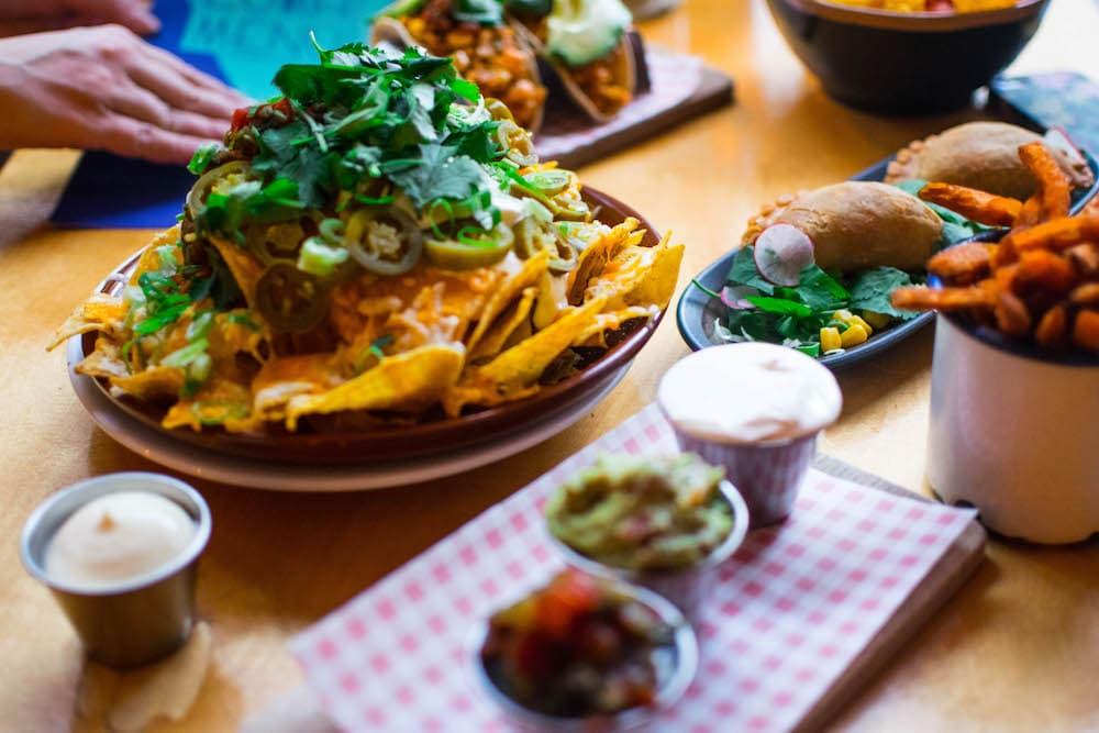 Supermercado is een leuk Mexicaans restaurant in Rotterdam. Wist je dat bij Supermercado ook gewoon een uitgebreid lunchmenu hebben? Quesadillas, patatas bravas, nachos, soepjes, broodjes, taco's en nog meer!