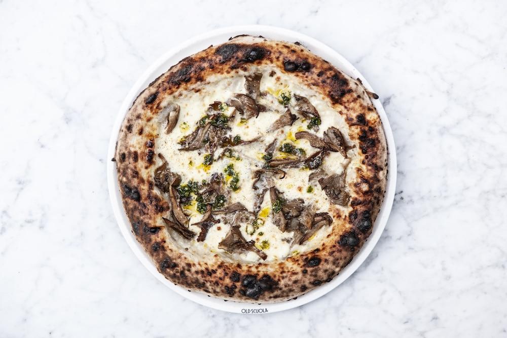 De heerlijke pizza van Old Scuola!