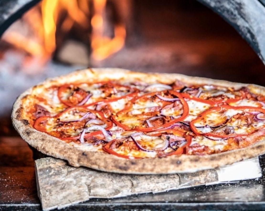 Lekkere pizza eet je in Rotterdam bij O'Pazzo. Heerlijk uit de oven, op een dunne bodem, zoals een Italiaanse pizza hoort te zijn.