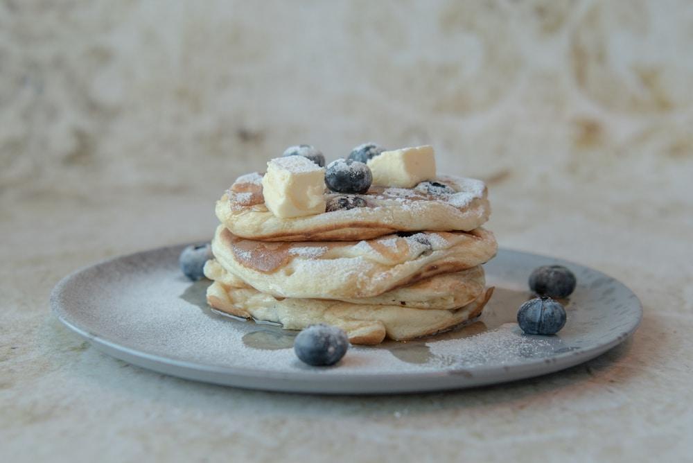 De fluffy American pancakes van Rolph's Deli. Hier kun je heel de dag terecht voor een lekker onbijt in Rotterdam.