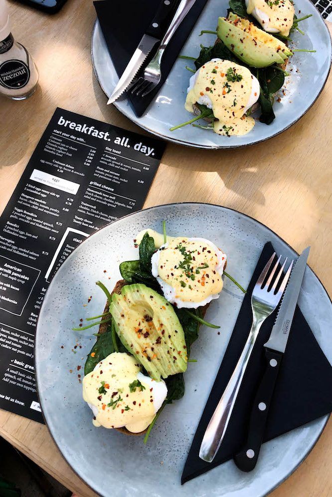 Voor een goede kop koffie is 30ML op de Nieuwe Binnenweg in Rotterdam een echte aanrader. Maar ook voor hun ontbijtjes is het echt een bezoekje waard. Ze hebben bijvoorbeeld overheerlijke Eggs Benedict met avocado en gepocheerd eieren.
