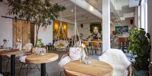 Een van de leuke brunch plekken in Rotterdam is Lot & Daan. Een hotspot die er niet alleen heel tof uit ziet, maar waar je ook lekker eet.
