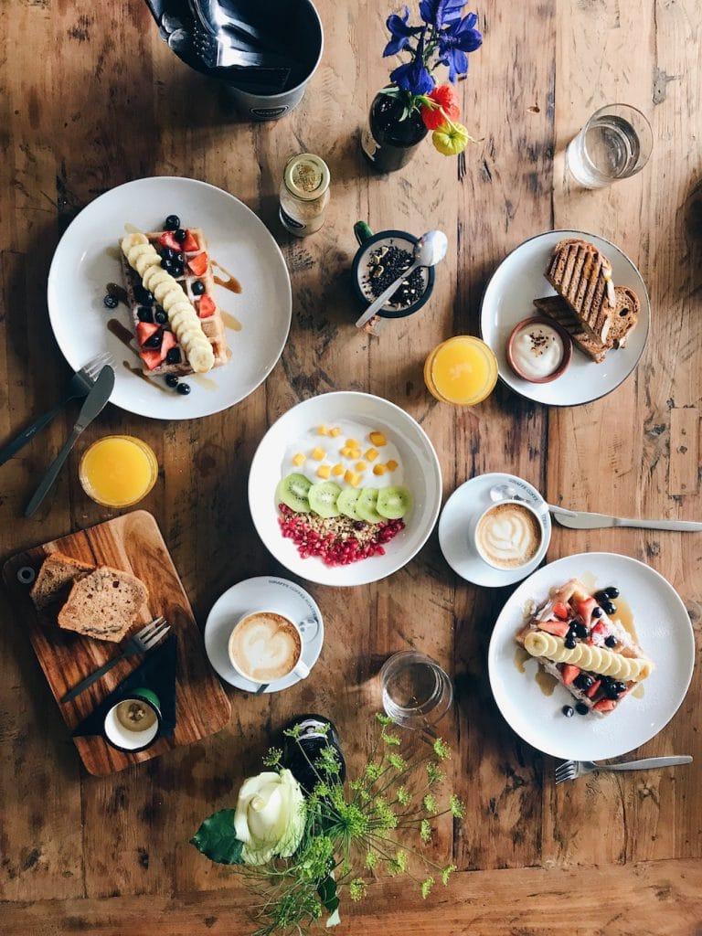 Backyard is een all day plant based, vegan friendly restaurant. Het is gelegen in het centrum van Rotterdam en daarbij de perfecte plek om heen te gaan met je (nog) niet-vegan vrienden. Je kunt namelijk bij elk gerecht add-ons bestellen zoals kip, zalm, kaas en ei.