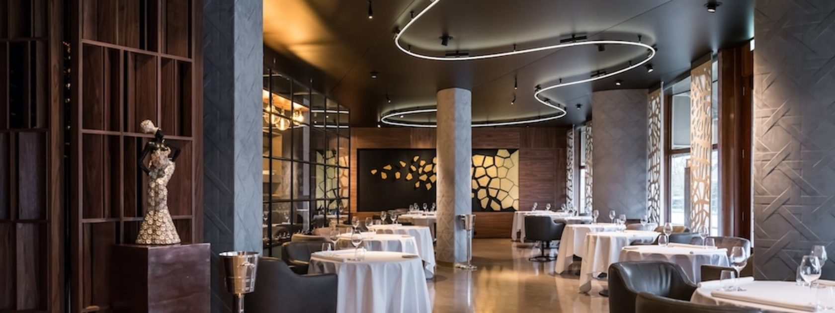 Restaurant Fred werd bekroond met één Michelinster in 2010 en ontving een tweede ster in 2014. De chef baseert zijn kookstijl op de klassieke Franse keuken terwijl hij zijn eigen draai toevoegt. Een van Rotterdams beste restaurants!