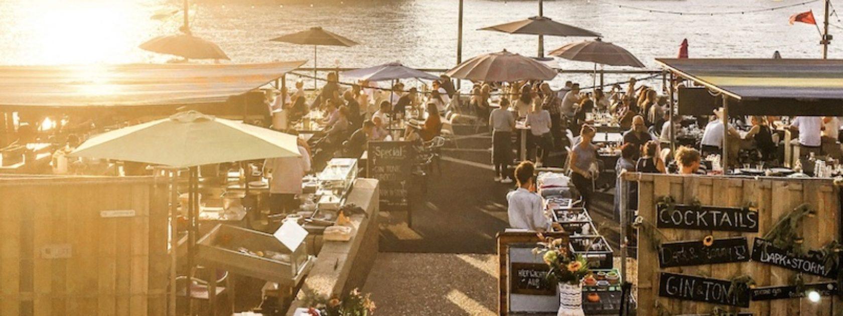 Pop-up restaurant A La Plancha opent in de zomer haar deuren op het Noordereiland. Een heerlijke plek voor lekker eten en drankje op een zonnig terras.