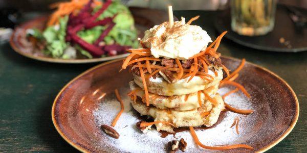 De heerlijke carrotcake pancakes bij Arzu!