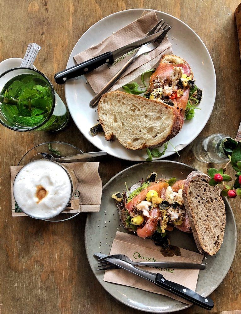 Baker & Moore is de perfecte hotspot als je trek hebt in een lekker broodje. Hier kun je zelfs het lekkerste broodje van Nederland vinden! Ideaal dus voor een lekkere lunch in Rotterdam.