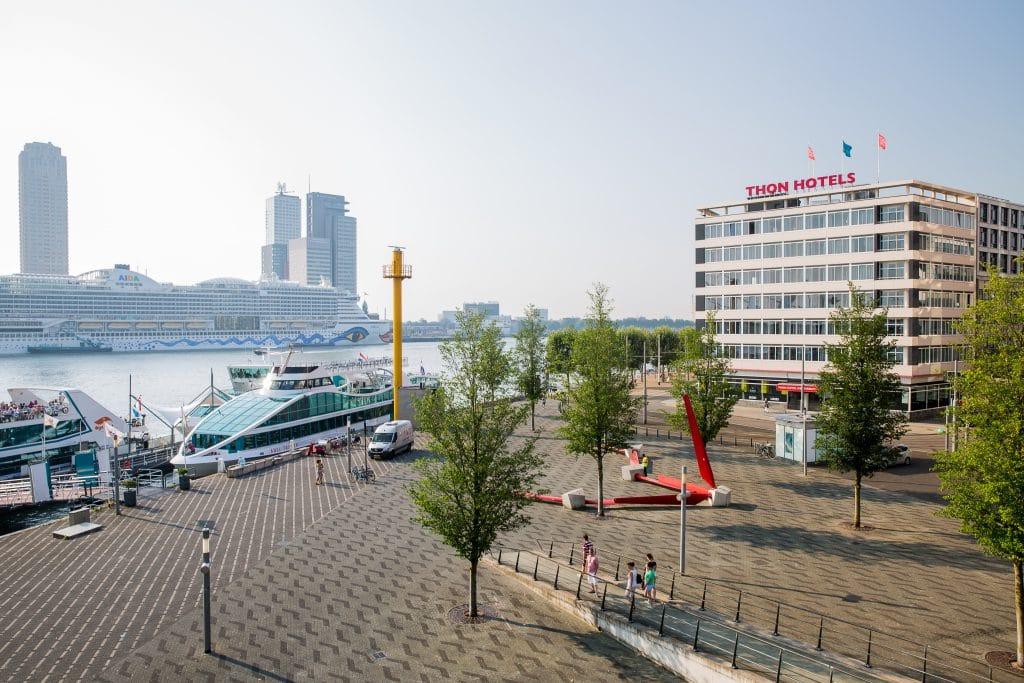 Een citytrip is altijd leuk, maar je hebt niet altijd een oneindig budget. We begrijpen het helemaal dat je alle toffe bezienswaardigheden, leuke activiteiten en het lekkere eten niet wilt missen. Besparen op een hotel is daarom een goede optie. Check deze lijst met goedkope hotels voor jouw verblijf in Rotterdam!