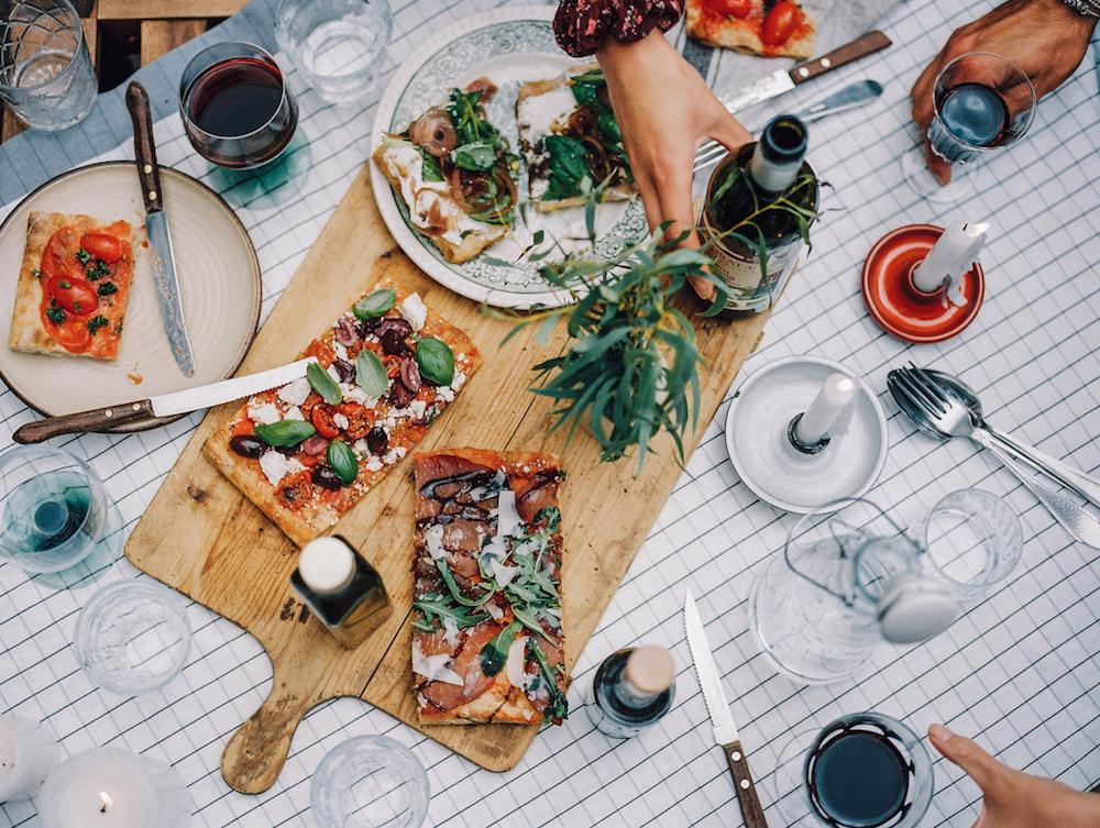Bij Sugo kun je terecht voor pizza al taglio, een pizza variant die wordt gebakken op grote rechthoekige platen en gesneden in lange stukken. Pizza al taglio betekent dan ook 'gesneden pizza'. Sugo is dan ook een leuke plek om met een groep meerdere pizza's uit te proberen!