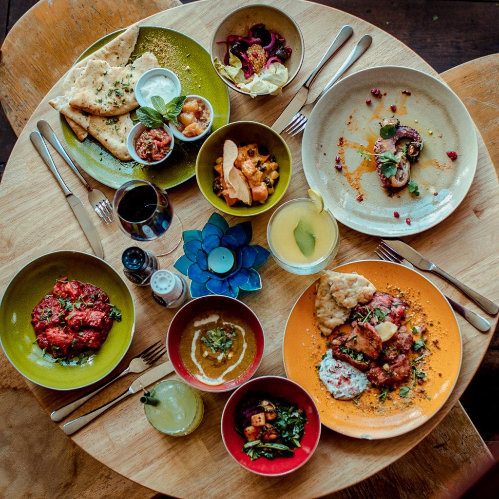 Heerlijk Indiaas eten in Rotterdam doe je bij Tandoor16. Curry's, biryani, naan, rijst, en ga zo maar door!