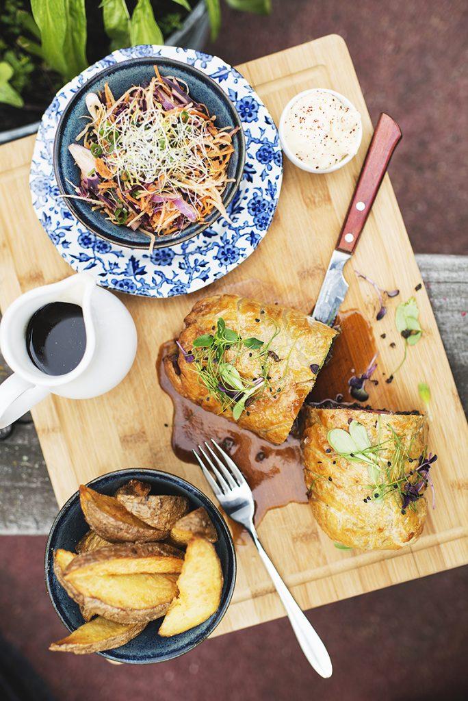 Bij Vessel11 is hun betaalbare menu is geïnspireerd op de Britse keuken, met een seizoensgebonden en moderne twist. Je hebt al een heerlijk voorgerecht vanaf €5,90 en een hoofdgerecht vanaf €10,50. Echt een leuke ervaring!