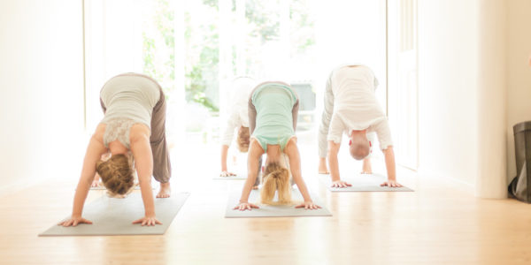 In de kleinschalige yoga studio Meander yoga, kan je meedoen met lessen Hatha yoga, Vinyasa flow en Yin yoga.