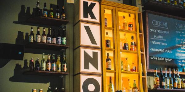 Bij KINO kijk je naar arthouse films, blockbusters en de klassiekers. Daarnaast hebben ze een gezellig restaurant waar je lekker kunt eten. Ideaal voor een avondje uit.