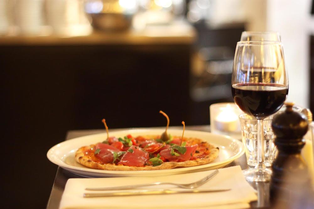 Heerlijke pizza en wijn bij Spaghettata.