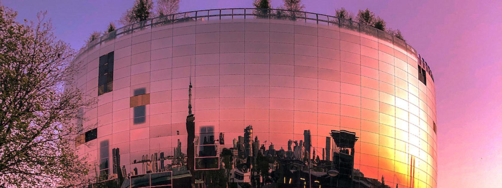 Heb je het nieuwe Depot van Boijmans van Beuningen al gezien? Momenteel is het nog in verbouwing, maar het ziet er al prachtig uit. Deze foto is gemaakt tijdens de zonsondergang.