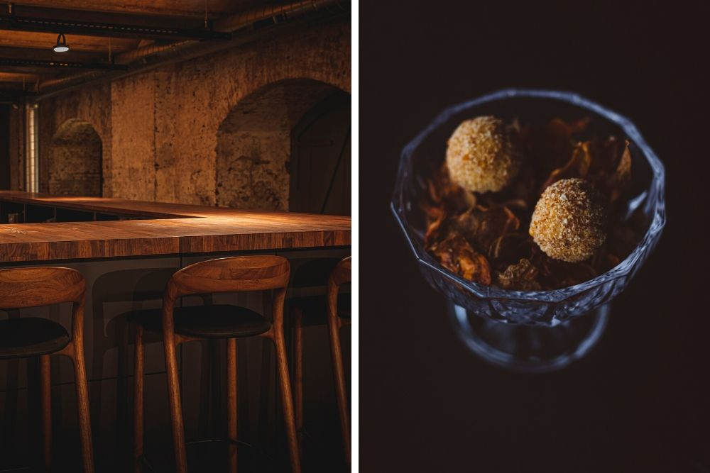 Een etentje bij Tres is meer een ervaring te noemen dan een casual etentje en kan wel tot vier uur duren. Je zit hier niet uren op dezelfde plek, maar je wordt als gast eerst verwelkomt in de luxe lounge met kleine amuses en een aperitief. Hierna kun je plaatsnemen aan de bar in de kelder, waar je de chefs al ziet koken. De avond wordt afgesloten in een tweede lounge waar je kunt genieten van hun speciale koffie of thee met mignardises.