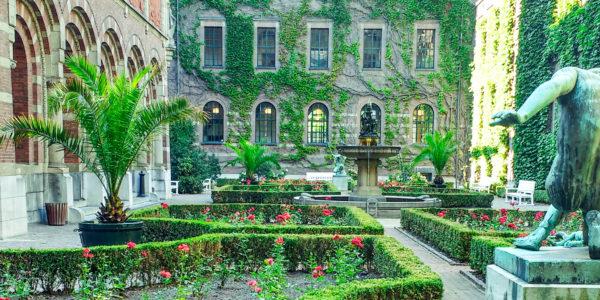 De binnentuin van het Stadhuis is een van de mooie onontdekte plekken in Rotterdam.