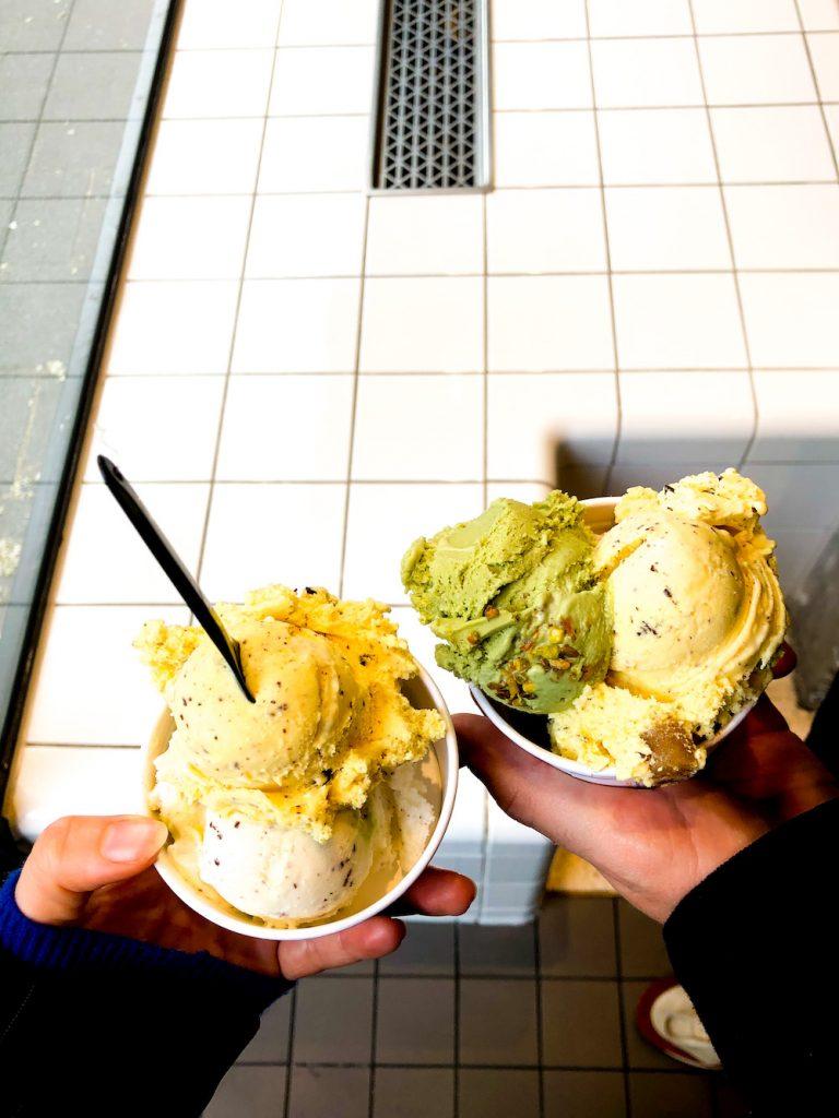 Ben je op zoek naar een ijssalon in Rotterdam? Lees dan dit artikel met 16 plekken voor een heerlijk ijsje in Rotterdam! Onlangs is de nieuwe Ben & Jerry's scoop shop geopend aan de Witte de Withstraat, maar er zijn echt nog veel meer hotspots in Rotterdam die lekkere ijsjes verkopen, van classic schepijs tot cheat proof creaties! #Rotterdam #IJssalons #IJsRotterdam #Nederland #IjssalonsRotterdam