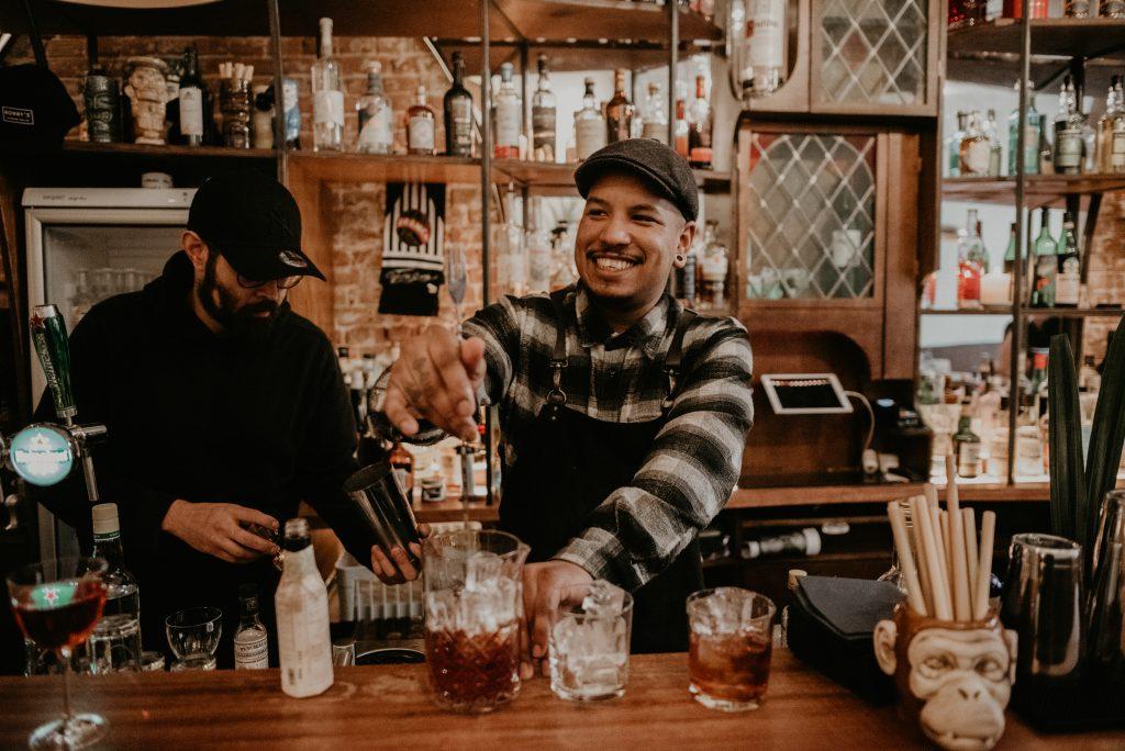 Een recept van Daryl moet wel Rum in de hoofdrol hebben! Zijn zaak Rumah heeft niet voor niks die naam gekregen. Naast dat het 'huis' betekent in het Indonesisch, zit namelijk het woord 'Rum' erin verwerkt; een belangrijk onderdeel voor zijn cocktails.