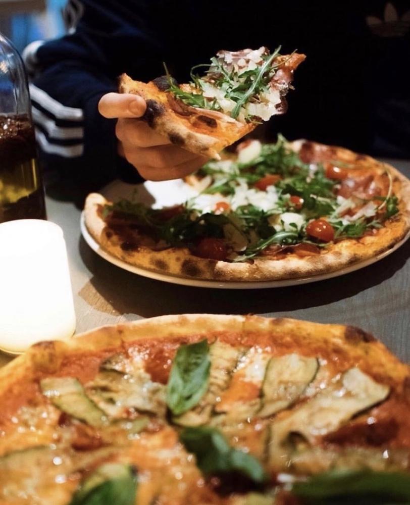 Overheerlijke pizza bij de Pizzabakkers!