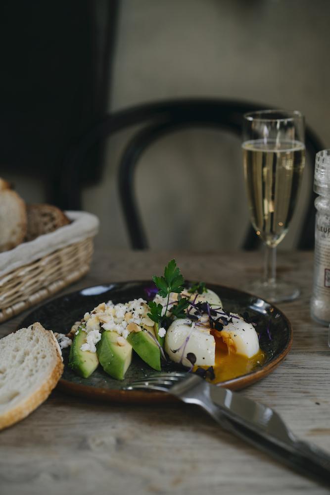 Vlaamsch Broodhuys is een heerlijke plek om te ontbijten, brunchen of lunchen. Hier serveren ze echt super lekker brood uit hun eigen bakkerij.
