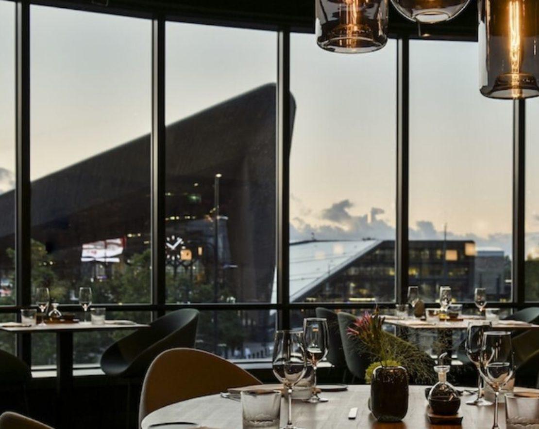 Restaurant The Millèn, gevestigd in de iconische Milleniumtoren, biedt heerlijke culinaire gerechten. Ideaal als je iets hebt om te vieren of graag de gerechten wilt proeven van hun top chefs.