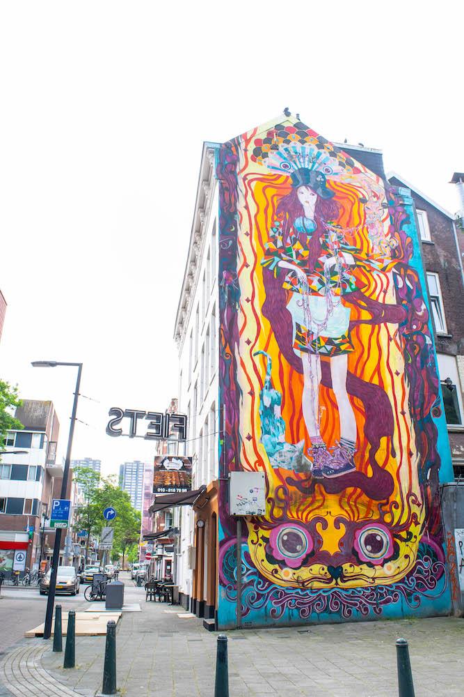 """""""Love Spreads"""" door Ramon Martins op de Kromme Elleboog, een zijstraatje van Witte de Withstraat!"""