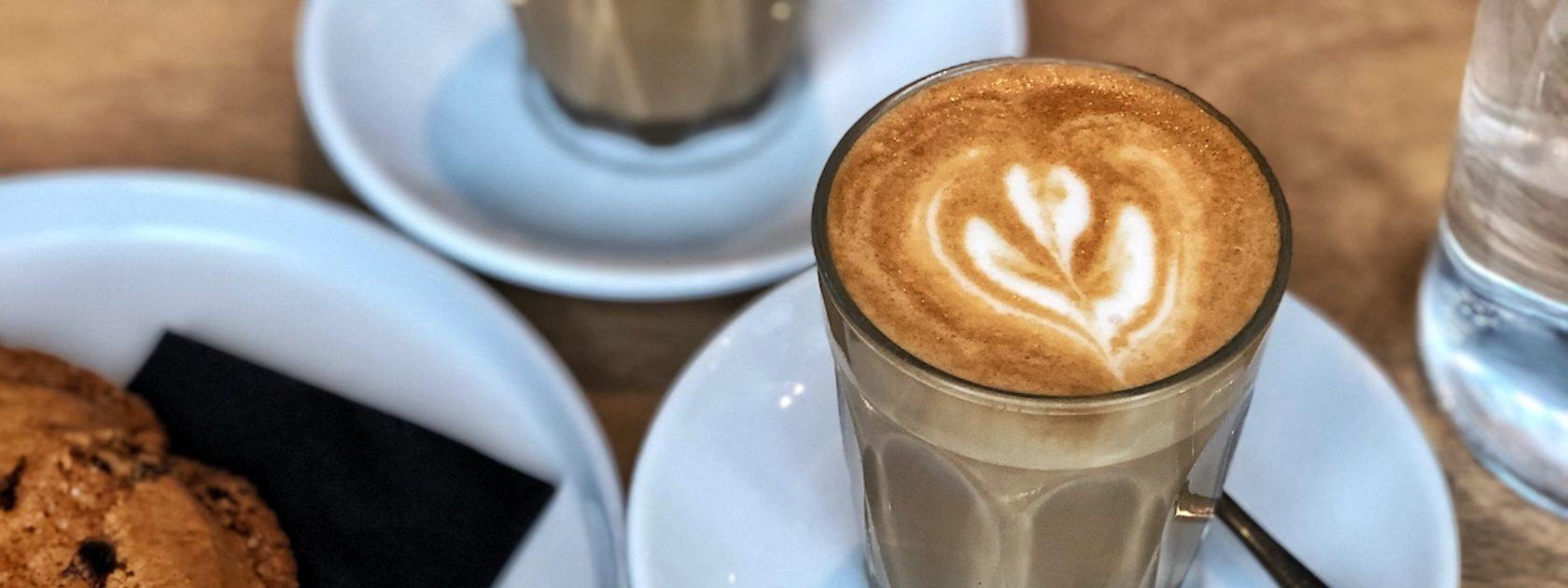 Op zoek naar een leuke plek voor een bakje koffie in Rotterdam? Lees hier onze favoriete hotspots.