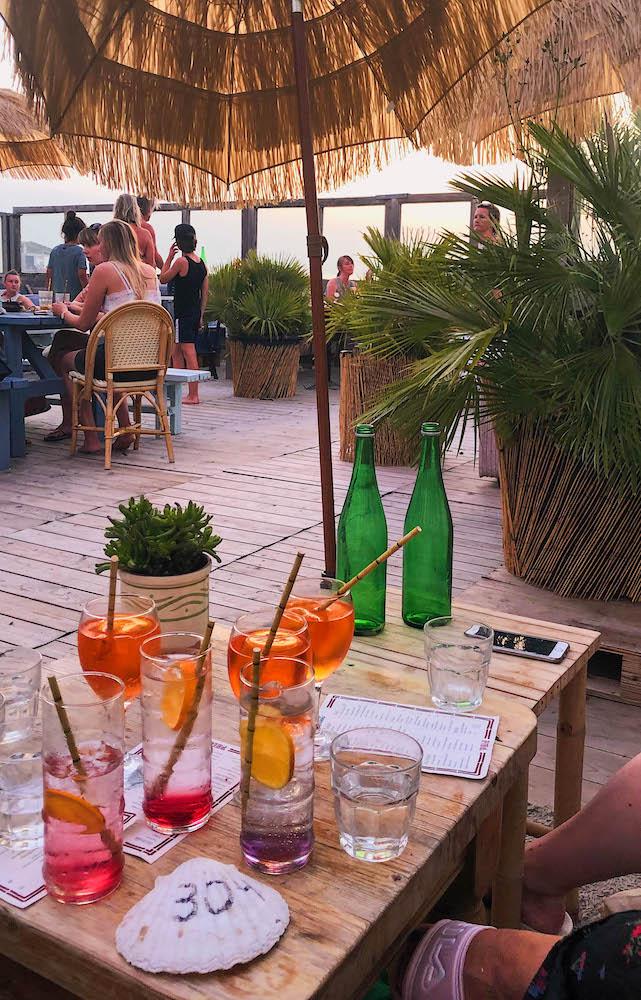 Heerlijke limonades bij Pele Surfshack in Hoek van Holland. Bij deze vegan strandtent kun je heerlijke vegan gerechten en snacks eten!