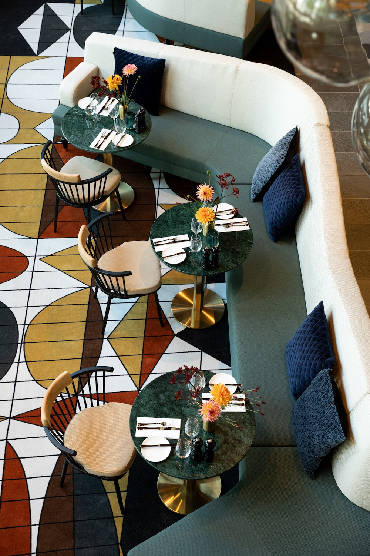 Brunchen in een prachtig gebouw - met een bijzonder verhaal - terwijl je luistert naar de tunes van een live jazzband. Elke maand op een zondag organiseert Didot34 in Kralingen een heerlijke brunch waarbij je geniet van a-la-carte gerechten met seizoensproducten, aangevuld met extra Brunch specials en - niet te vergeten - heerlijke cocktails. Houd hun social media in de gaten voor de volgende editie!