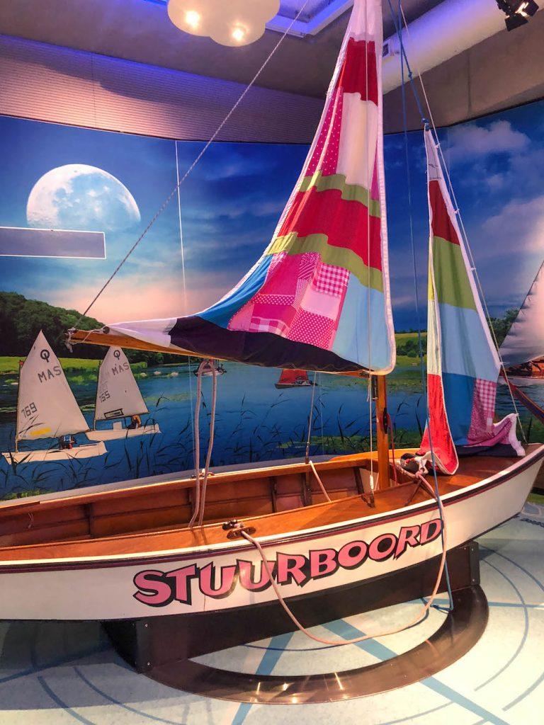 De indoor tentoonstelling van het Maritiem Museum in Rotterdam heeft talloze toestellen, zoals een zeilboot en een glijbaan in de vorm van een boot. De outdoor tentoonstelling is eigenlijk een speelversie van een haven. Je kids zullen wel even zoet zijn met zoveel te ontdekken en te spelen!