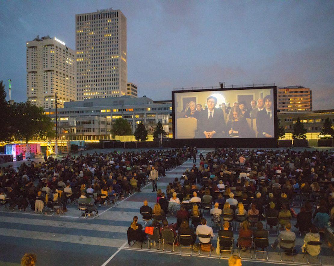 In augustus verandert Museumplein in een gezellige openlucht bioscoop, waarin ze negentien zomeravonden lang bijzondere films vertonen.