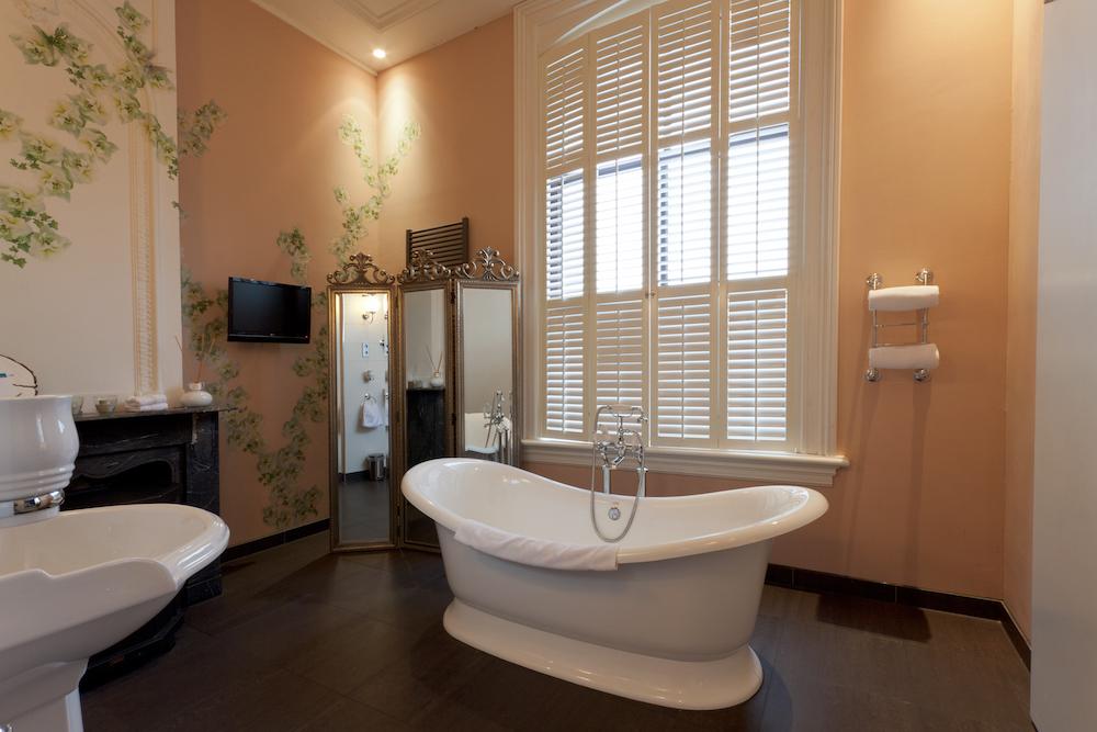 Het bad in de Romantic Suite van Hotel Pincoffs! Dit hotel is zeker een goede keuze voor jouw verblijf in Rotterdam.