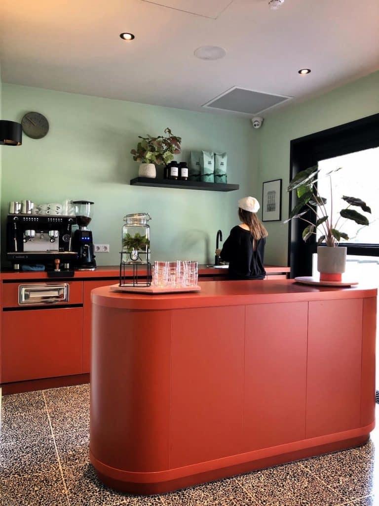 Zin in een koffie? In de Quick Fix coffee bar van Hotel Unplugged kun je gewoon allerlei soorten koffie halen!