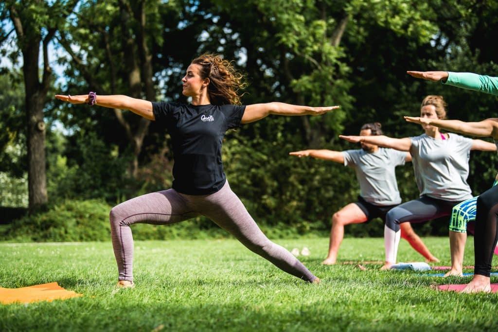 Voor een lesje yoga in Rotterdam moet je bij LouZen zijn! Lekker buiten tot jezelf komen terwijl je werkt aan je lichaam.