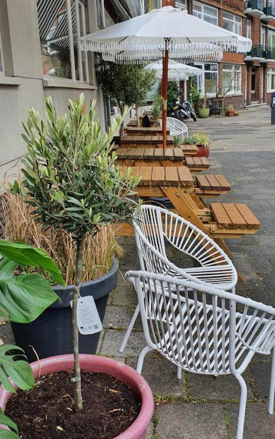 Het gezellige terras van Breakfast in Rotterdam HQ in Blijdorp!